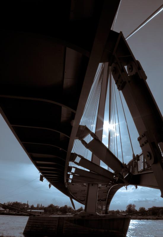 Les dessous du pont - #1